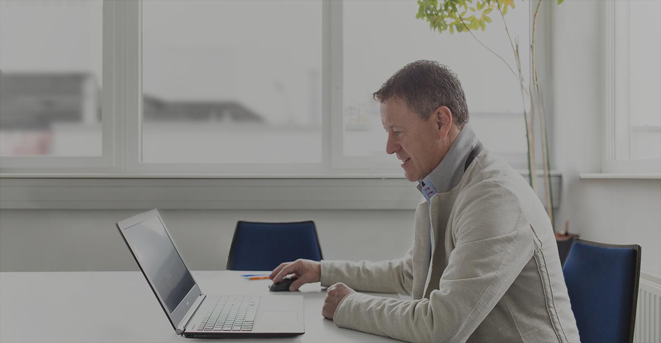 Ernst Lanner Agenturchef laptop